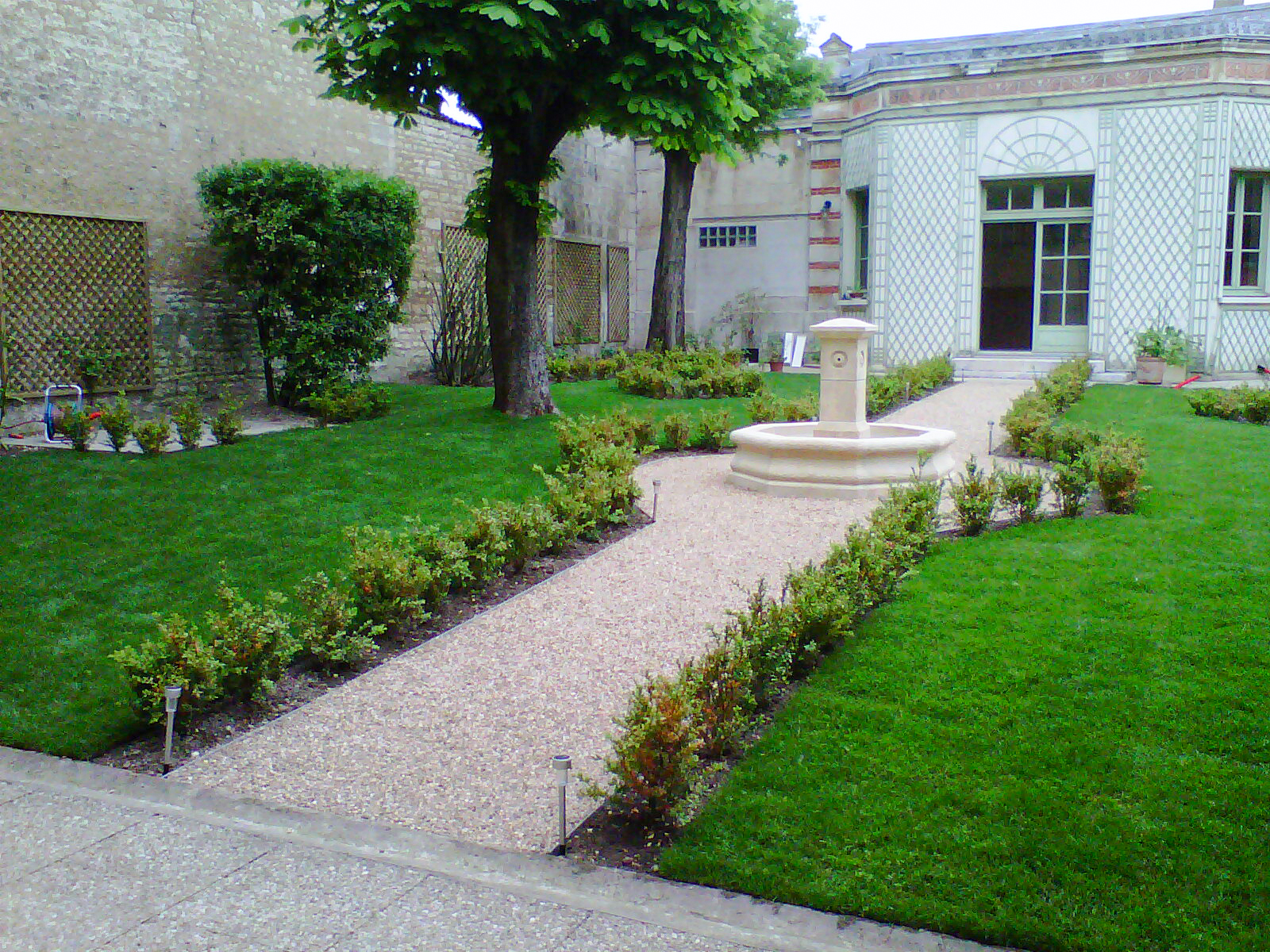 Jardin-fontaine-buis-idspace